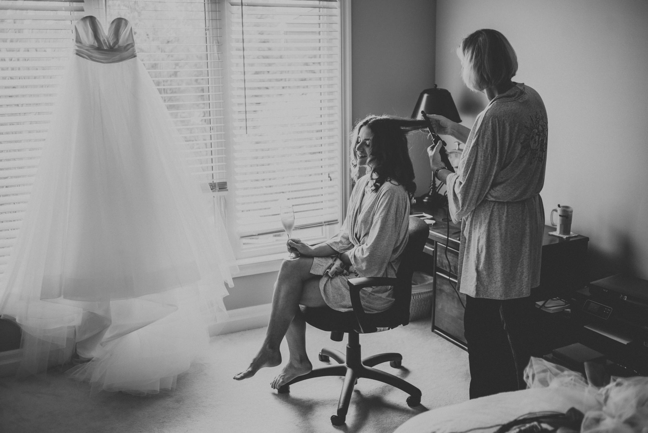 Bride getting hair done with mom in Collingwood.