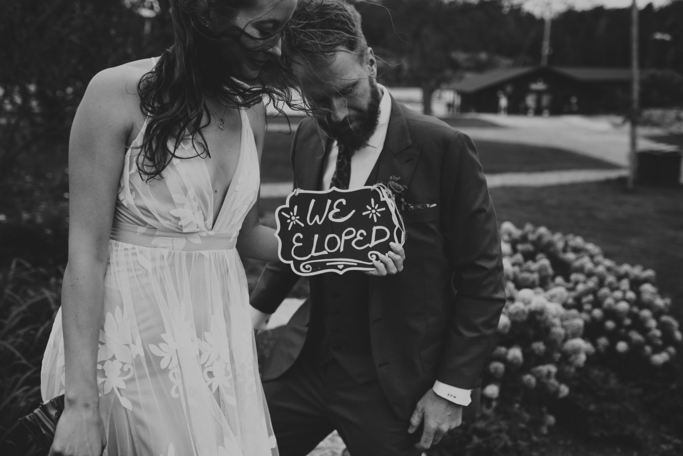 elopement Ontario, bride and groom holding sign 'we eloped'
