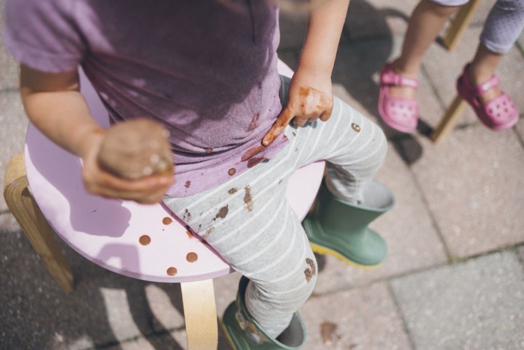 Kids eating ice-cream. Documentary family photography by Blue Mountain photographer, Sarah Tacoma.