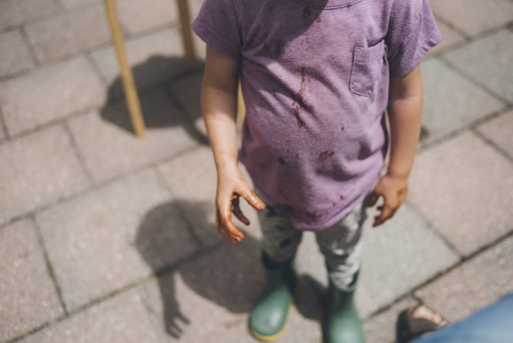 Child with icecream covered hands. Photograph by Sarah Tacoma.