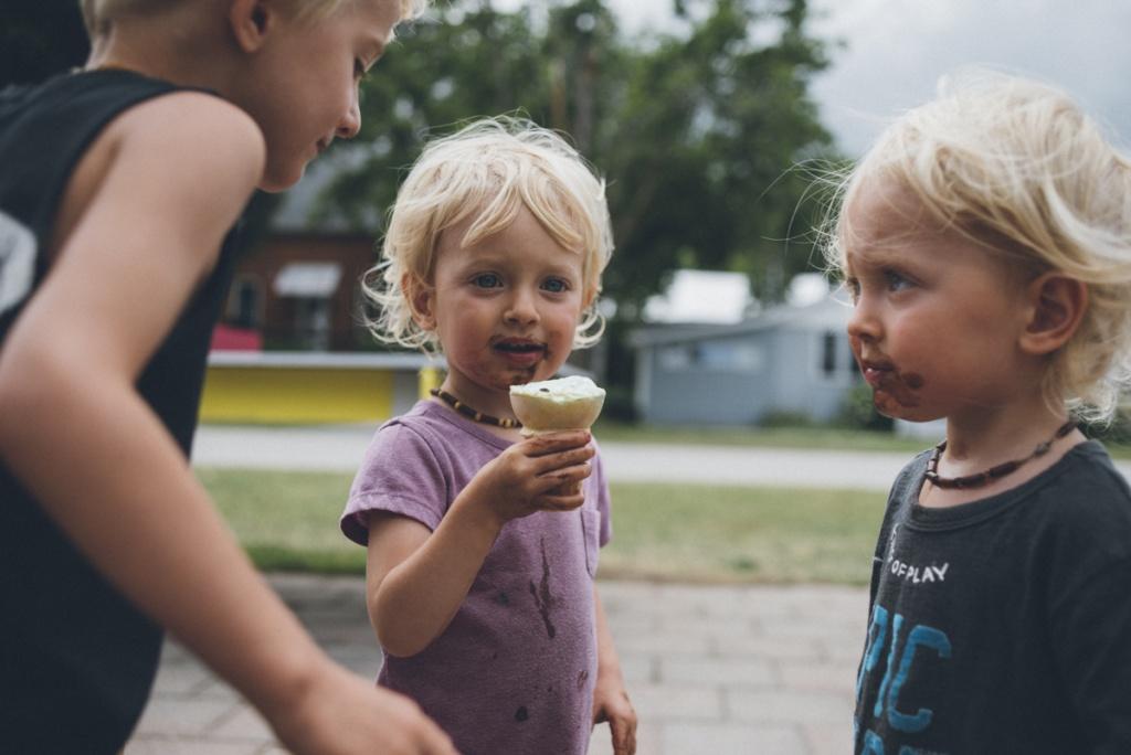 siblings sharing ice-cream.